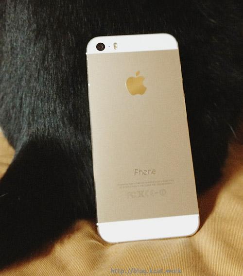 クロのおしりとiPhone5s