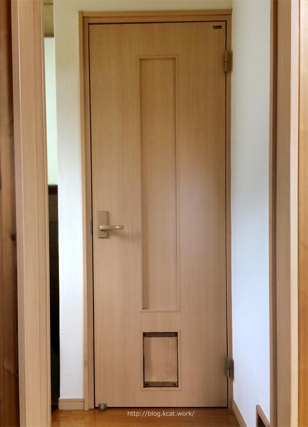 寝室のドア全景