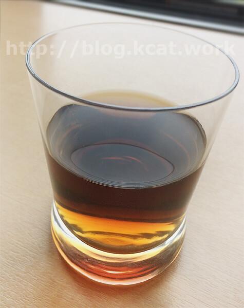 タンポポ茶 ショウキT-1をグラスへ