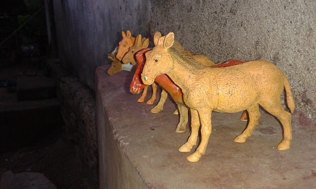 馬の置物画像 by pixta