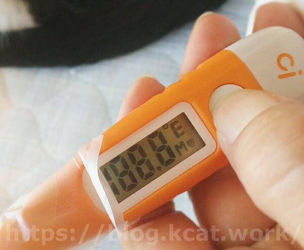 動物用体温計の電源をオン